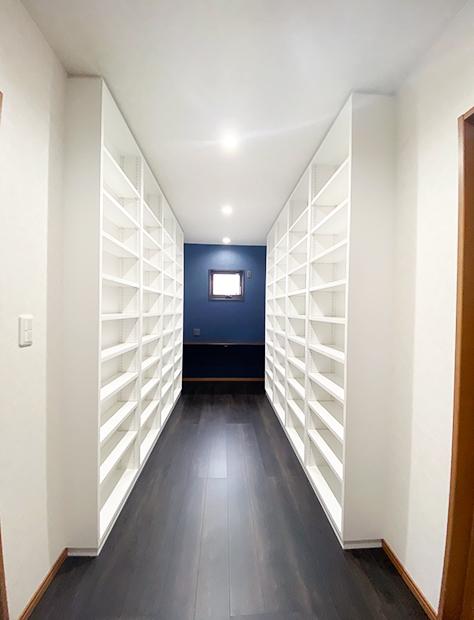 本を愉しむライブラリーのある家